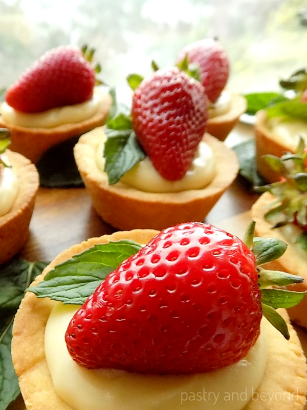 Strawberry Cookie Cups