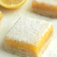 Lemon bars with lemon curd