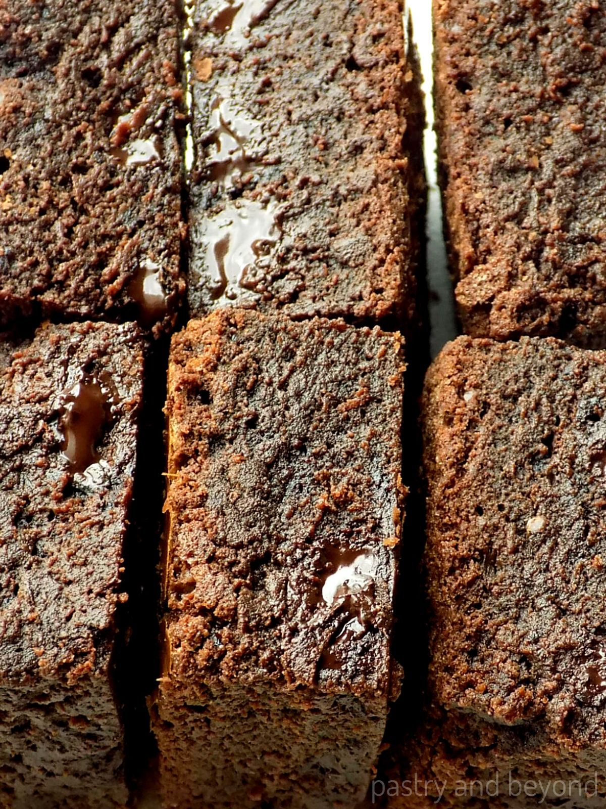 Brownies next to each other to show how fudgy they are.