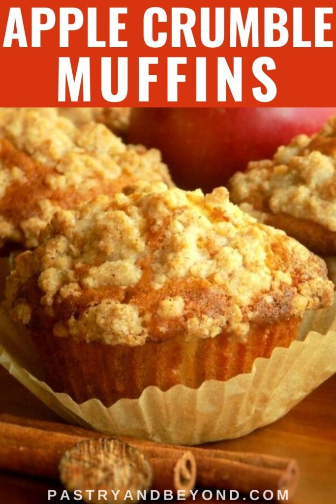 Apple crumble muffins with text overlay.