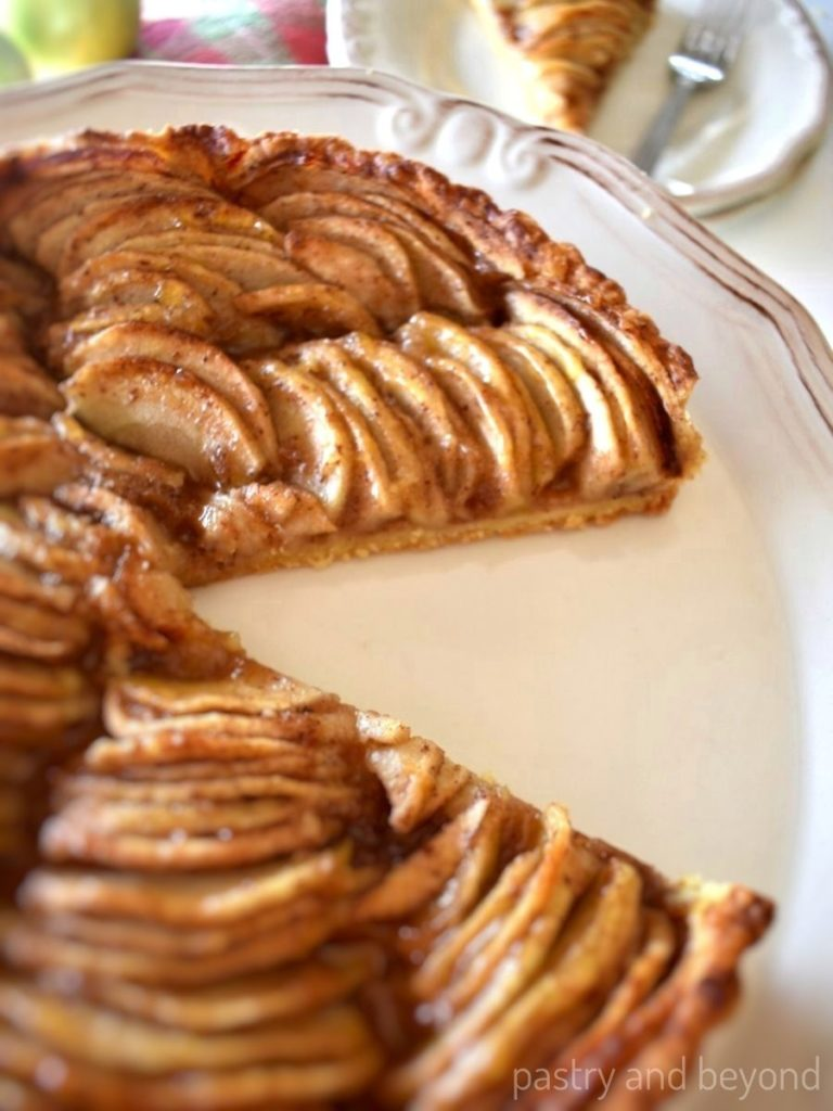 Apple tart with a slice cut out.
